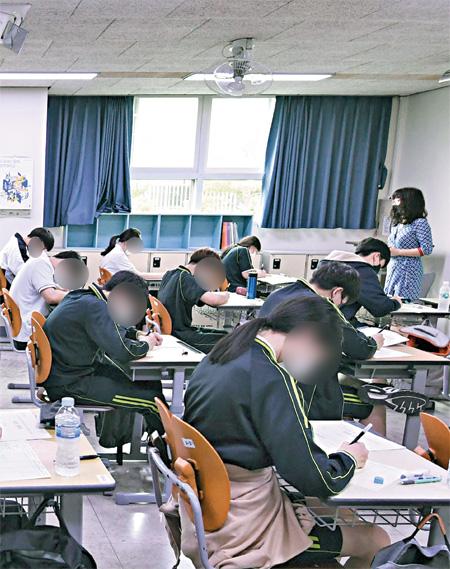 중위권 학생 확 줄고 하위권 급증.. 교사 생활 15년만에 처음.jpg