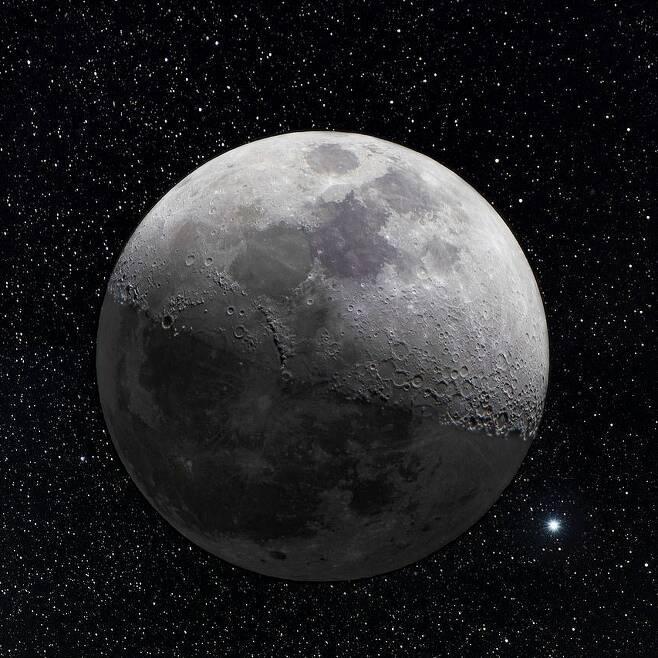 아마추어 천문학자가 포착한 환상적인 달과 별.jpg