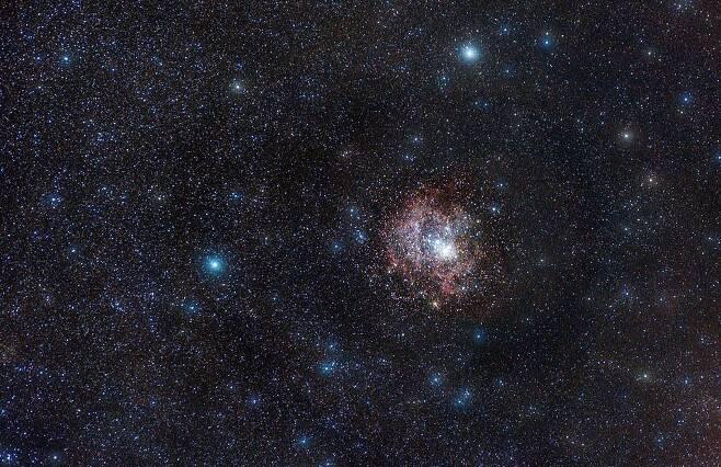 아마추어 천문학자가 포착한 환상적인 달과 별3.jpg