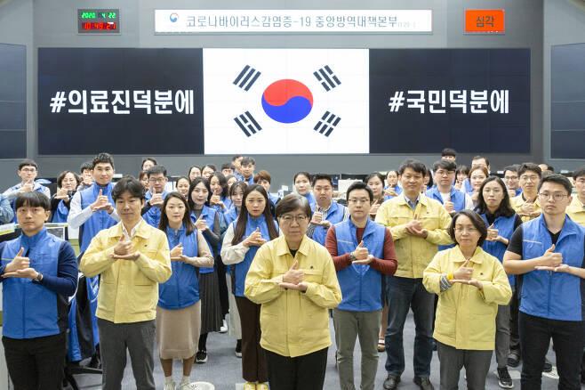 한국에는 두 가지 언어가 있습니다..한국어, 그리고 한국수어.jpg