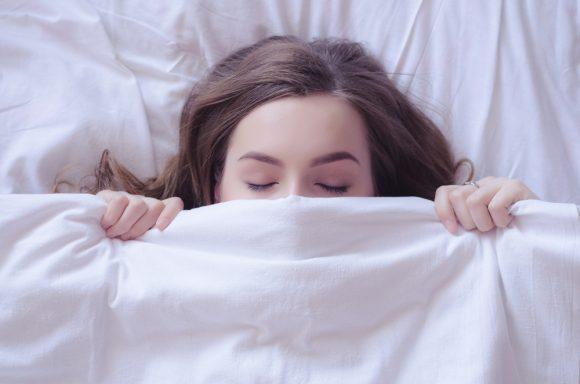 건강 해치는 수면부족.. 주말에 보충하면 당뇨병 위험 줄인다.jpg